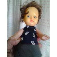 Кукла небольшая.