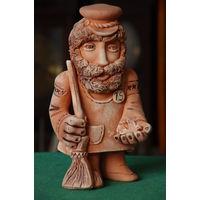 """Статуэтка керамика  """" Добрый дворник """"   21 ,5 см"""