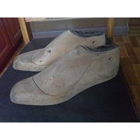 Старарые деревянные обувные колодки.