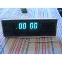 Часы настольные Электроника 7 в рабочем состоянии