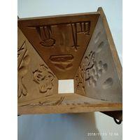Старинная деревянная раскладная форма для пасхи.Начало 20-го века.