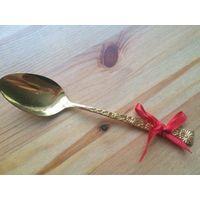 Золотая ложка из Японии с гравировкой, металл не пользовалась, длина 16 см. Состояние б/у.