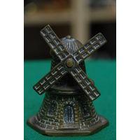 Колокольчик бронзовый ( высота 7,5 см , диаметр 5,5 см )