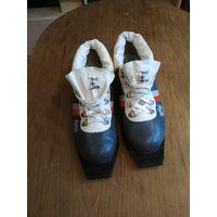 Ботинки лыжные Botas Ботас 25.0 КОЖА, 3 отверстия, как новые (возможен торг)