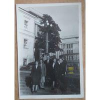 Минск. Фото у Дома офицеров. 1960-е. 8.5х12 см