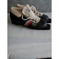 Лыжные ботинки  Botas 25,0 Чехия \натуральная кожа\