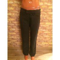 Итальянские женские брюки Miss Sixty из качественной ткани, очень приятная на ощупь. Размер 40-42 примерно. Замеры ПОТ51см, ПОБ71, длина 102см.