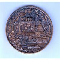 Латвия СССР настольная медаль Рига Rigas celojumu un ekskursiju birojs диаметр 60мм