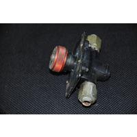 Кислородный краник от системы подачи воздуха лётчику в полнейшем оригинале.