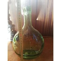 Очень старинная бутылка из цветного толстого стекла.