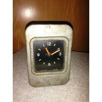 СССР: часы АЧВ-3 (ГОСТ 6860-68) на ретро автомобиль ГАЗ-24