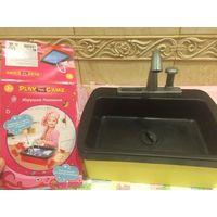 Детская мойка для кухни. Пользовались немного. Хороший размер 28 на 21 см. С подачей воды.