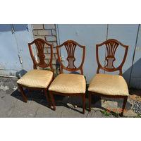 Три стула и кресло