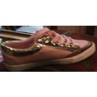 Кроссовки розовые с золотыми вставками
