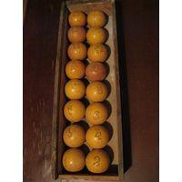 Комплект старинных бильярдных шаров.