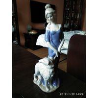 """Фарфоровая статуэтка""""Дама на прогулке с борзой""""."""