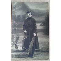 Фото. Дама c пером. Фотограф Голычев. 1921 г. 9х14 см.