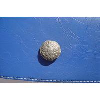 Пуговица на топорах, олово                          (6030)
