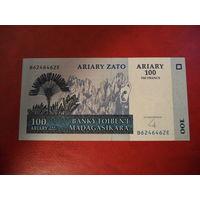 Мадагаскар. 100 ариари (образца 2004 года) UNC