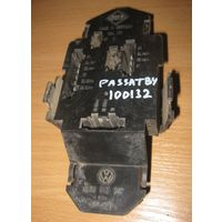 100132 Vw Passat B4 опора лампы  VAG 3A9 945 257