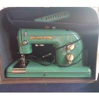 """Швейная машинка """"Тула"""" электрическая в чемодане. Новая.Предложите Вашу цену."""