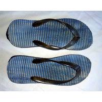 Шлепанцы сланцы с массажным эффектом р-р 41, б/у, удобные, между пальцев не нарезают, мягкие, на широкую ногу, длина 27см.