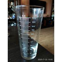 Стеклянный мерный стакан с делениями 1 литр СССР.