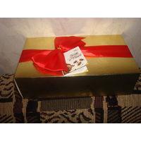 """Шоколадные конфеты Guylian """"Frutti di Mare"""" из темного и белого шоколада с четырьмя начинками. Конфеты в нарядной подарочной упаковке, поэтому могут стать отличным подарком!"""