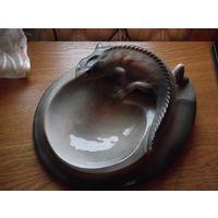 Фарфоровая пепельница игуана в рестоврацию.