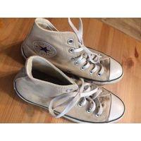 Фирменные кеды Converse на 38 размер. Оригиналы. Высокие, бежевая цвет. Носила сезон, надевала немного не ношу спортивную обувь. Длина стельки 25-25,5 см, длина подошвы 27 см, высота 13 см.