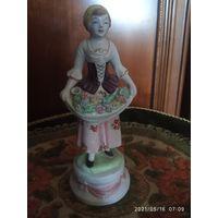 Старинная  статуэтка.  Продавец цветов Италия 19 век.