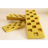 Клин монтажный 143х43х22 (желт.)