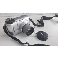 """Цифровой фотоаппарат """"Olympus"""" С-740 UltraZoom (3.2 megapixel), рабочий, не закрывается до конца крышка аккумуляторного отдела + USB кабель + сумка LowePro, цена за все!!!"""