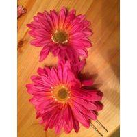 Классная заколка на шпильке. Очаровательный цветок, диаметр 11 см. В наличии 2 штуки. Цена указана за две штуке.