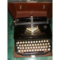 Старинная печатная машинка Erika