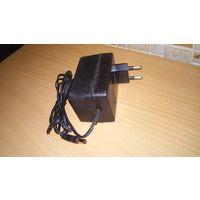 Адаптер блок питания на 12 вольт Для аудио, видео аппаратуры. С 220 - 230 Вольт на 12 - 13,5 Вольт, 1А (1000 mA)