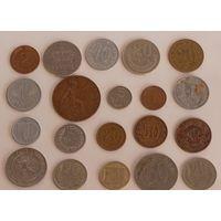Ассорти иностранных монет.