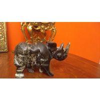 Статуэтка  носорог .камень Оникс.