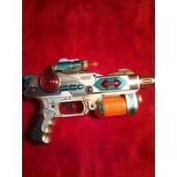 Игрушечный пистолет световой на батарейках