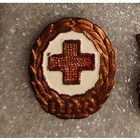 Значок ГДР красный крест 1