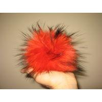 Помпон из натурального меха красного цвета