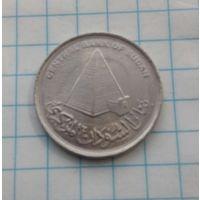 Судан  10 пиастров 2006г. Пирамида.