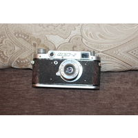 Фотоаппарат ФЭД-2, времён СССР, с объективом ФЭД.