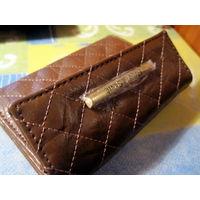 Фирменный кошелёк.