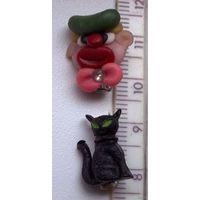 Миниатюрные значки клоун и черный кот - цена за оба