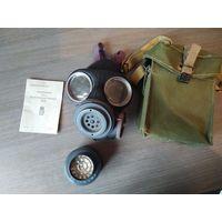 Британский/датский военная газовая маска второй мировой войны с фильтром и сумкой  резинки местами подустали.