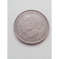 2 марки 1976 год. Теодор Хойс.