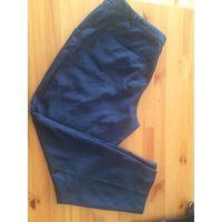Стильные синие брюки 52-54 размер. Отличные стильные брюки. Состав: 79% полиэстер, 19% вискоза, 2% эластан. Длина 95 см, ПОбедер 66 см, ПОталии 51 см.
