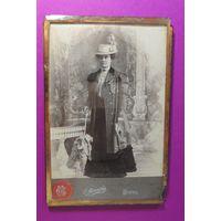 """Кабинет-портрет """"Дворянка"""" под стеклом, на латунной подставке, до 1917 г., фот. Миранский"""
