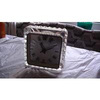 Часы - будильник в оболочке из стекла.  распродажа
